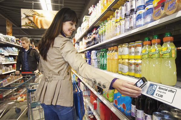 ภาพตัวอย่างการใช้งานแท็ก NFC ตามซูเปอร์มาร์เก็ต