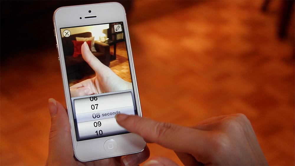 Snapchat บังคับให้ผู้ส่งต้องตั้งเวลาก่อนที่จะส่งภาพไปยังผู้รับ เมื่อเปิดดูเวลาก็จะนับถอยหลังก่อนที่ภาพจะหายไปอย่างถาวร
