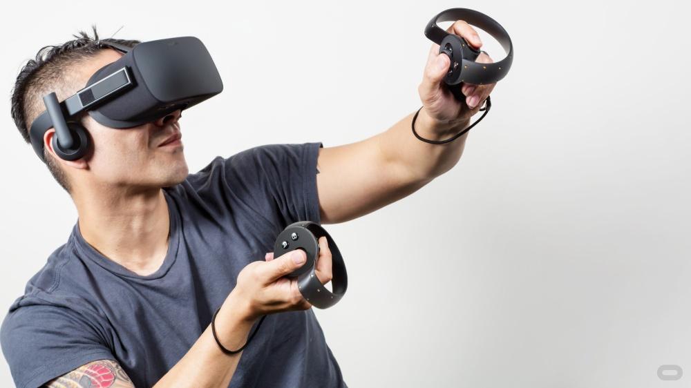 Oculus Rift พร้อมอุปกรณ์ควบคุม